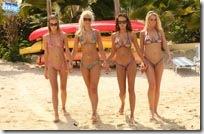 bikinidare-flashing-at-curacao-beach-photshoot