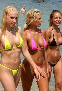 bikini_models_having_fun_on_the_french_riviera