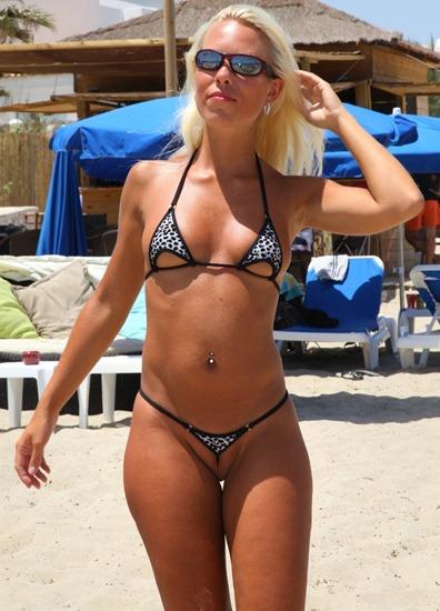 natalie_wearing_overklit_bikini